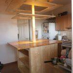 Кухонный остров с подвесным потолком