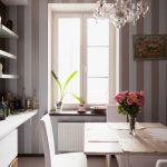 Квадратный стол для современной небольшой кухни