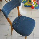Мягкий чехол для деревянного стула из старых джинсов