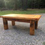 Надежный и прочный деревянный стол
