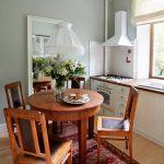 Небольшой раздвижной стол на маленькой кухне