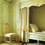 Необычное спальное место, встроенное в нишу