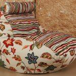 Необычный цветастый пуфик-мешок