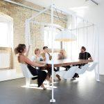 Необычный дизайнерский стол-качели