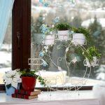 podstavka-dlya-cvetov-na-okno-stanet-dostojnym-ukrasheniem-vashego-podokonnika