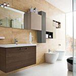 Подвесная тумба и навесные шкафчики в ванной