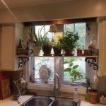 Полка для цветов на кухонном окне