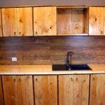 Простое и функциональное решение - деревянная кухня