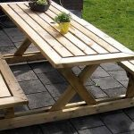 Простой стол со скамейками для дачного участка