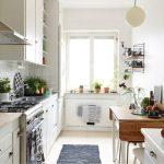 Раскладной стол в интерьере кухни
