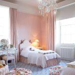 Самодельные пуфики-мешки для комнаты девочки