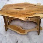 Самодельный столик из досок для беседки