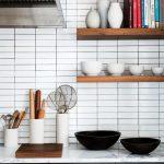 Самое простое и удачное решение для полок своими руками — использование деревянных досок