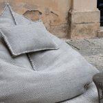 Серый пуфик-мешок с подушкой