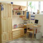 Шкафчики и полочки из сосны в детскую