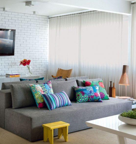 Современный диван серых тонов