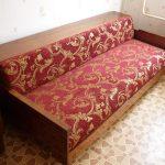 Старый советский диван в новой бордовой обивке