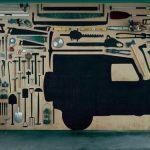 Стеллаж с нарисованным контуром каждого инструмента