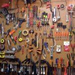 Стена-органайзер в гараже