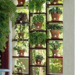 Удобные деревянные полки-соты для цветов
