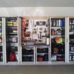 Удобные закрытые стеллажи для гаража