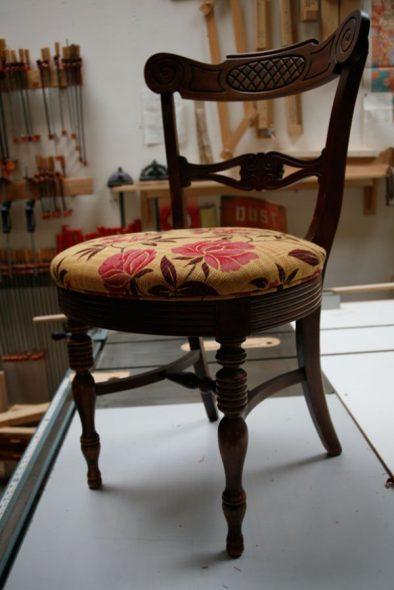 Устанавливаем сиденье на стул