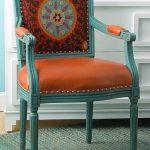 Вариант возвращения старой мебели к новой жизни
