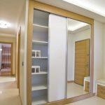 Встроенный шкаф-купе для коридора