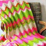 Яркий зигзаг для покрывало в небольшое кресло