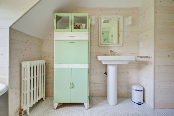 Зеленый шкаф-пенал