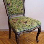 Зеленый стул после перетяжки