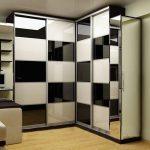 Черно-белая модель шкафа