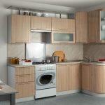 Бюджетный кухонный гарнитур в светлых тонах
