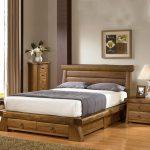 Деревянный комплект мебели с необычными ящичками для спальни