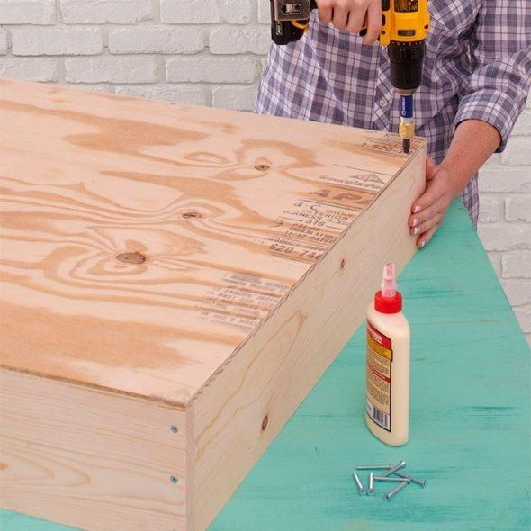 Деревянный выдвижной ящик