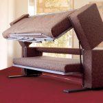 Диван-двухъярусная кровать коричневого цвета