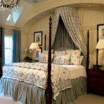Дизайн классической спальни с балдахином на круге