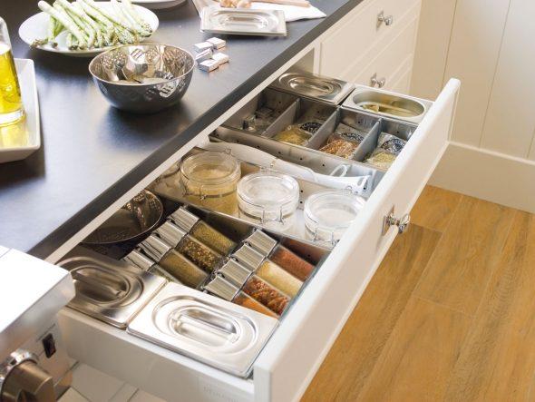 Выдвижные конструкции на кухне