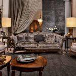 Классический диван с креслами в гостиной