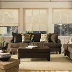 Коричневые диванчики для светлой гостиной