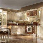 Красивая угловая кухня с винтажными элементами