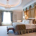 Красивые шторы и балдахин в спальне