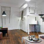 Кровать под потолком - дизайнерский прием