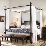 Кровать с тонким балдахином