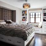 Кровать с вместительными ящиками является воплощением строгости и изящества