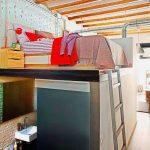 Квартира в стиле лофт с кроватью под потолком