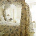 Очаровательная спальня во французском стиле