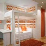 Оформление кровати-чердак и дивана в одном стиле
