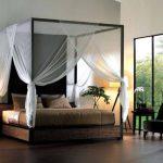 Кровать в форме куба с балдахином
