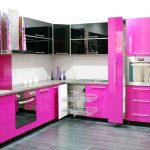 Розовый и черный для оформления мебели на кухни
